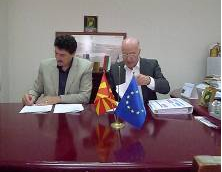 Mayor of Radovis, Dr Robert Velkov and President of Markis, Mr. K. Marotis signing the agreement for TSC.